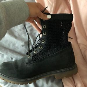 Shoes - Black timberlands